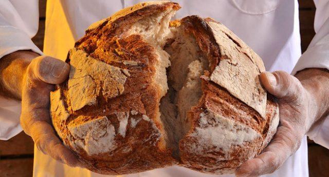 Il Pane della Nonna, forse qualcuno lo ricorda, durava dieci giorni… e allora cos'è questa porcheria che ci fanno mangiare oggi?