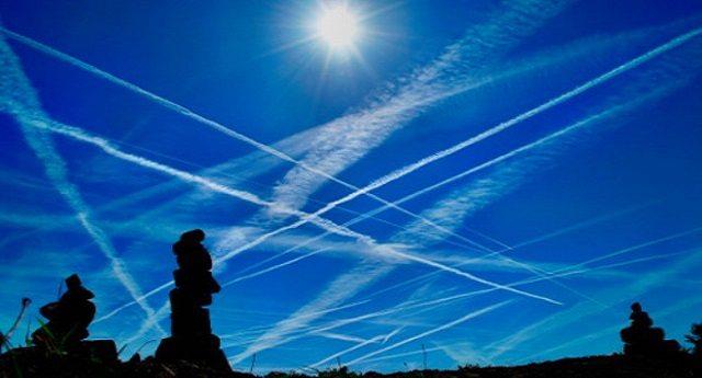 Sapete cosa è il BARIO e cosa provoca? No? Eppure sarebbe il caso di informarsi, visto che ne assumiamo tutti, tutti i giorni, quantità spropositate grazie all'irrorazione delle scie chimiche !!