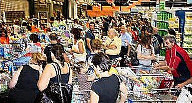 Tutto quello che non vi dicono sul centro commerciale che è comodamente aperto anche la domenica: da orari da incubo a stipendi da fame a…