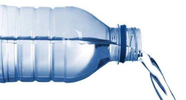 Cosa c'è nell'acqua che ci fanno bere? Report fa analizzare 32 bottiglie delle principali marche …Il risultato è impressionante: dall'Arsenico al Berillio a quantità industriali di manganese…!