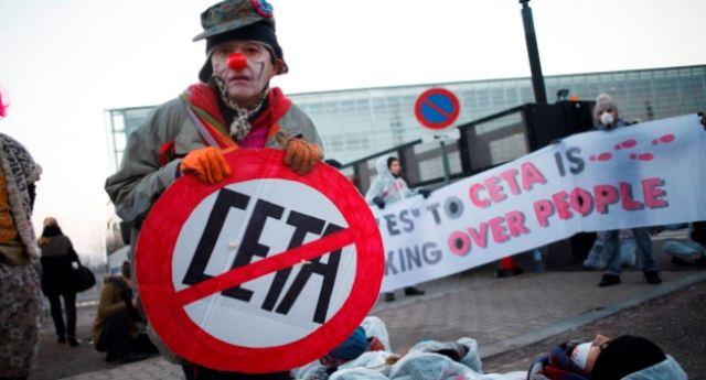 In CANADA permessi 100 agenti CHIMICI assolutamente vietati in EUROPA, ma i nostri politici se ne fregano altamente e dicono sì al CETA… ovviamente sulla nostra pelle!