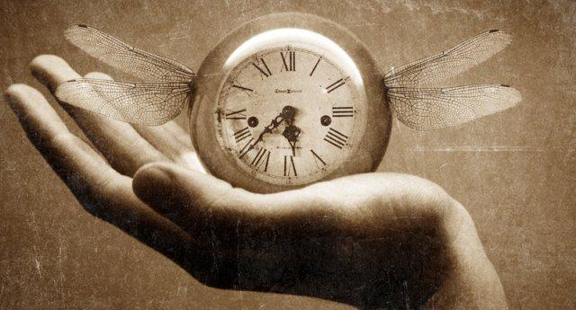 Ci rubano il tempo, così non pensiamo: ecco il complotto