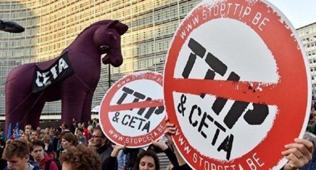 """Si al TTIP, Si al CETA… Diventiamo tutti Americani. Tutti più liberi. Per esempio, promuovere l'allattamento al seno è illiberale. È una """"barriera al commercio"""" che intralcia le vendite di latte artificiale e simili surrogati! …Ma stiamo scherzando?"""