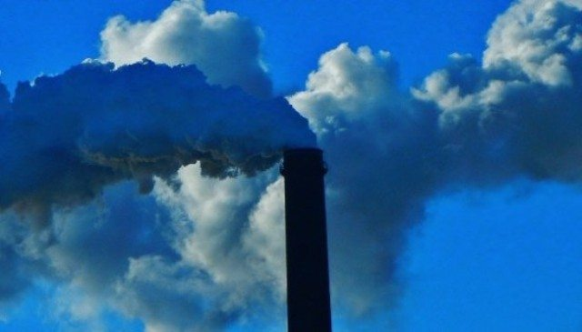 Manca l'acqua? In Italia le fonti fossili ne bevono 160 milioni di metri cubi l'anno per fare quello che potrebbero fare meglio e in modo più economico le rinnovabili! …Ma mica possiamo dare un dispiacere alle lobby di Petrolio & C.