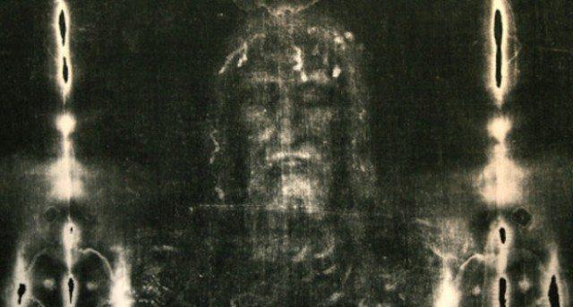 Un nuovo studio conferma: la Sindone non è dipinta, ha contenuto il corpo di un uomo torturato e ucciso.