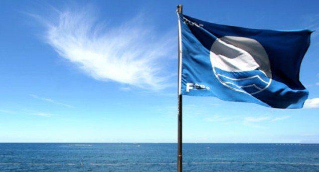 """L'accusa di Legambiente: Vuoi la """"Bandiera blu""""? Te la compri. Bastano solo 3.500 euro!"""