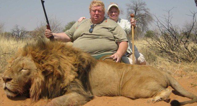 Quando il sole sorge in Africa non importa se sei un leone o una gazzella: se vedi uno stronzo, bianco e arricchito è meglio che cominci a correre.