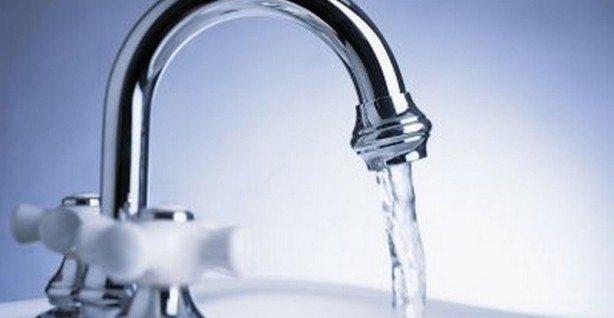 ALLARMANTE – Fibre di plastica presenti nell'83% dell'acqua di rubinetto di tutto il mondo! Ecco i risultati dello studio shock…!