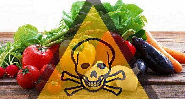 Il cibo che mangiamo quotidianamente è avvelenato: ecco quanti pesticidi mangiamo ogni giorno!