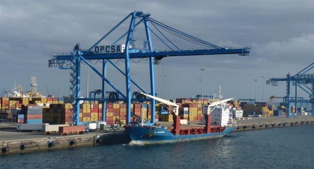 Giusto per tenerVi informati: altre due navi per Divella al porto di Bari. Altri 116 mila quintali di quella porcheria che all'estero chiamano grano. Altra immondizia che ci ritroveremo nel piatto!
