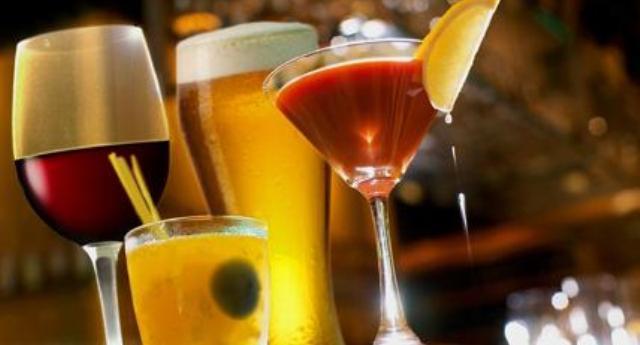L'alcol è cancerogeno e l'industria lo ha deliberatamente nascosto!