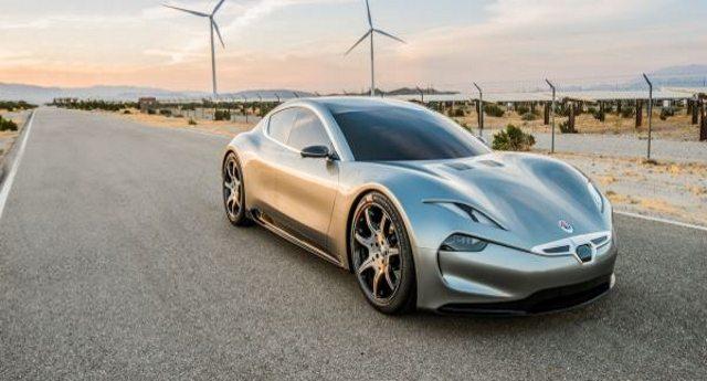 Auto elettrica – Ecco la super batteria della Fisker EMotion. Si ricarica in un minuto e consente 800 km di autonomia. Sarà la fine della dittatura delle lobby dei carburanti?