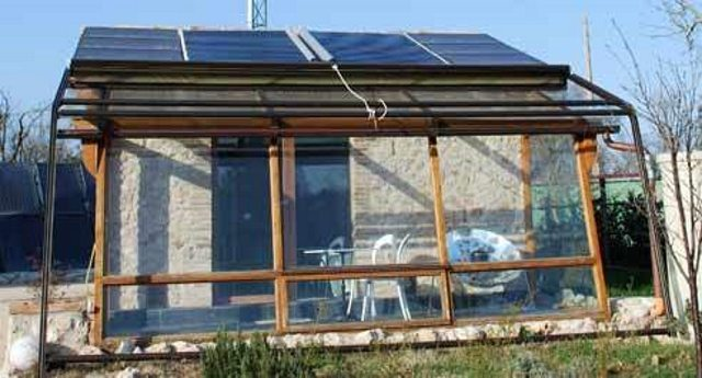 Dall 39 umbria ecco l 39 eco casa senza contatori senza utenze - Casa autosufficiente ecologica ...