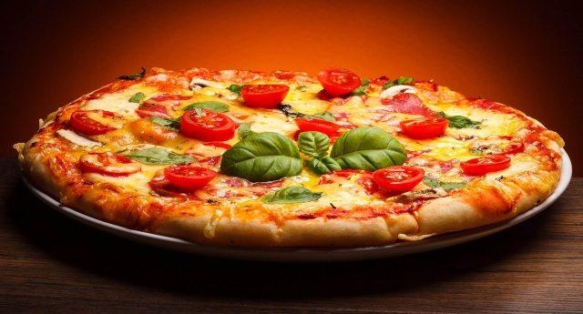 """Umberto Veronesi: """"La pizza? E' l'alimento anticancro per eccellenza""""!"""
