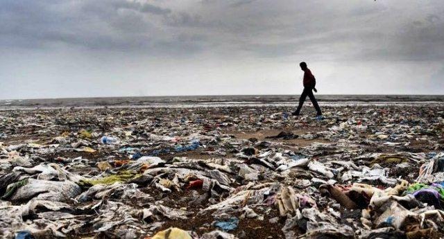 Incredibile: entro il 2050 nel mare più plastica che pesce! È questo il mondo che stiamo lasciando ai nostri figli?