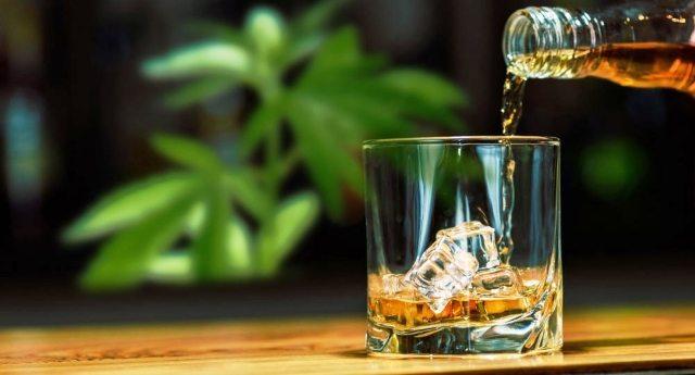 La scienza conferma: dove la cannabis è legale il consumo di alcol diminuisce in modo drastico