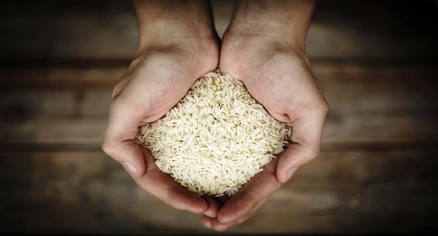 """Fermiamo l'invasione di riso dalla Cambogia che ha messo in ginocchio i produttori italiani – aumentata in pochi anni  di 9 volte della quota – Noi mangiamo porcherie, i nostri produttori sono in ginocchio ed i """"soliti"""" si arricchiscono!"""