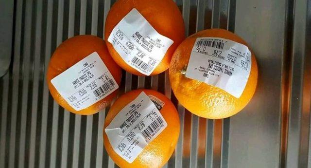 Incredibile ma vero – Il sacchetto ortofrutta al supermercato? Se metti etichetta direttamente sul frutto lo paghi lo stesso, anzi lo paghi pure di più!