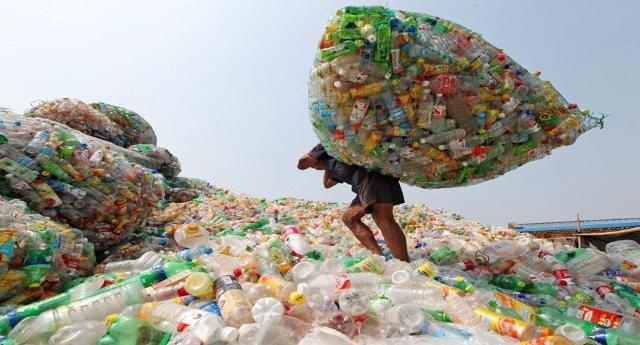 La grande presa per i fondelli della raccolta differenziata: milioni di tonnellate di plastica e non sappiamo cosa farcene!