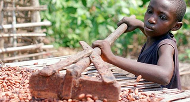 Cioccolato amaro – come le multinazionali del cioccolato sfruttano i bambini e li trattano come schiavi!