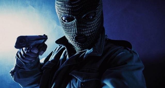 È rapina di Stato – Prima istigano a delinquere con condoni e abbuoni, poi fanno pagare a noi le bollette della luce dei morosi…!
