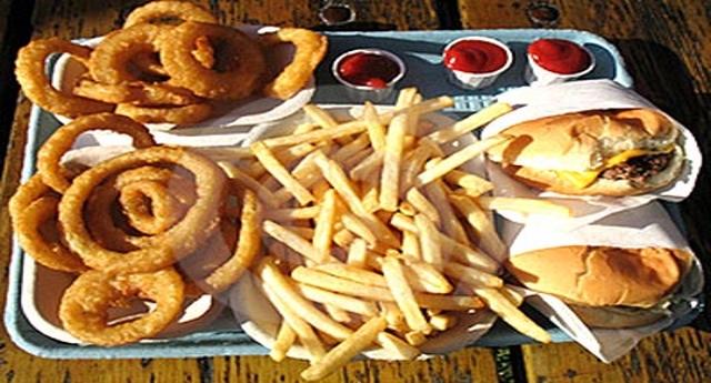 L'invasione dei cibi ultra-processati: uno studio svela il legame tra consumo di alimenti industriali e aumento dell'obesità