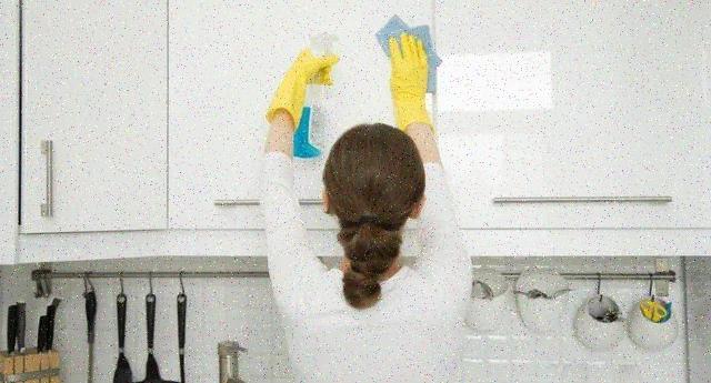 Pulizie domestiche – Attenzione, soprattutto a Voi Donne: i detergenti chimici fanno male quanto fumare 20 sigarette al giorno!