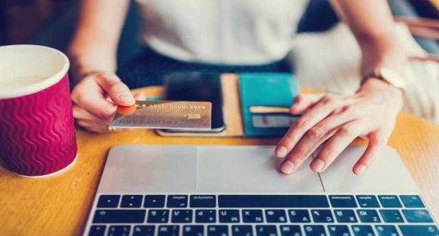 Incredibile ma vero, fai shopping on line? Lo sai che da un giorno all'altro i prezzi cambiano smodatamente? Ecco i giorni migliori per fare affari sul web.