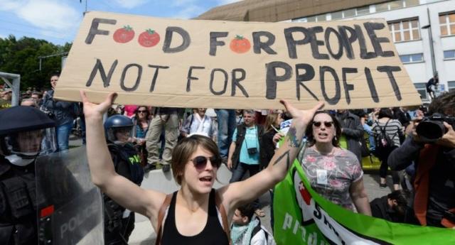 NO alla fusione di Monsanto-Bayer. Si fonde solo la democrazia – La biodiversità del mondo non deve essere concentrata nelle mani di pochi!