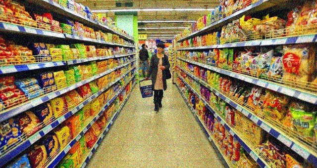 """Quello che i """"signori del cibo"""" non vogliono farci sapere – Da dove viene (davvero) il cibo che mangiamo? Un viaggio shock fra i retroscena dell'industria alimentare che sta distruggendo il pianeta…!"""