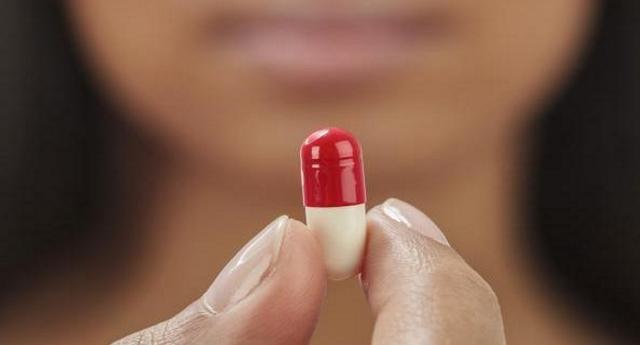 12 milioni di italiani assumono psicofarmaci per una spesa di 3,3 miliardi l'anno. È la maggior fonte di entrata per case farmaceutiche… Intanto ormai si muore più di antidrepressivi che di eroina. Ma a loro cosa glie ne frega? L'importante è fare soldi.