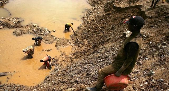 I bambini nelle miniere del Congo per fabbricare i nostri cellulari